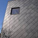 Samaca 55 takskiffer satt på diagonalen på fasad på villa