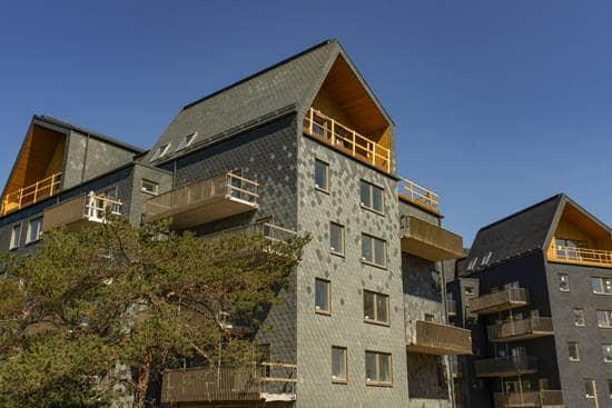 Fasad med blandad takskiffer på fasad