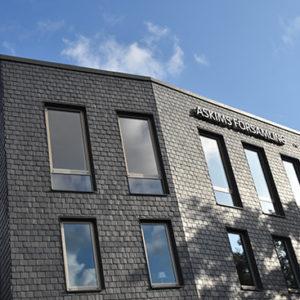 Nordskiffer Classic i måtten 400 x 250 mm på fasad, Askim församlingshem