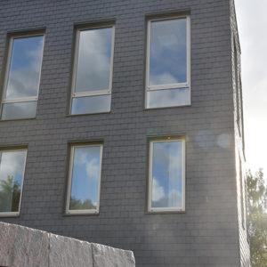 Takskiffer på fasad i dubbeltäckning, församlingshem - Askim