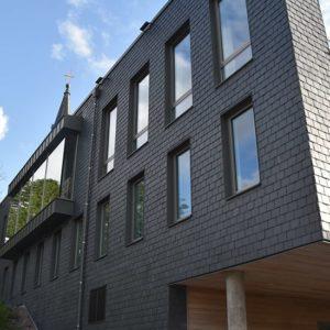 Askims församlingshem med takskiffer på fasad - Samaca Classic