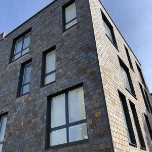 Takskiffer på fasad monterad i dubbeltäckning i måtten 40 x 25 cm