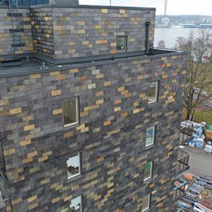 Takskiffer på fasad på projekt fyrtornet