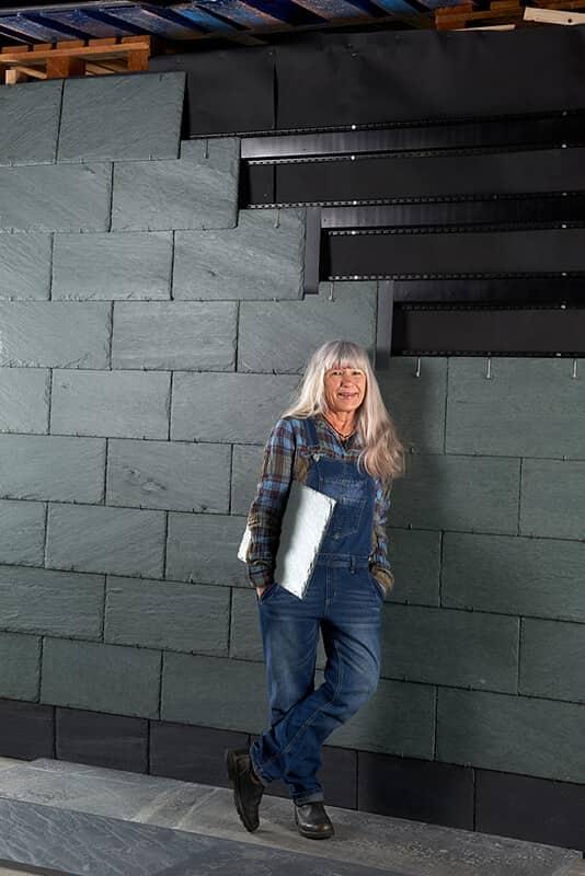 Fasadsystem NordClad med NVFL plåtläkt, takskifferplattor och krok.
