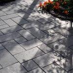 Rustik och stilren stil i trädgården