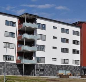 Flerbostadshus - Bergviken skiffersorterna Welsh Slate och Offerdal på sockel