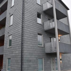 Hus klätt med takskiffer på fasad - Nordskiffer Grön i enkeltäckning