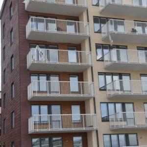 Hus klätt med takskiffer på fasad - Nordskiffer Röd