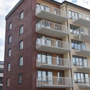 Röd takskiffer på fasad monterad i enkeltäckning - Haninge i Stockholm