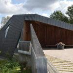 Samaca Classic på tak och fasad monterad i dubbeltäckning på Norum Kapell - Stenungsund