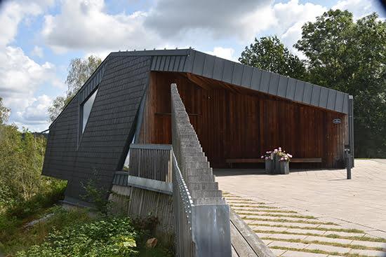 Nordskiffer Classic på tak och fasad monterad i dubbeltäckning på Norum Kapell - Stenungsund