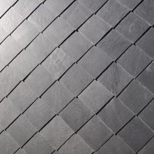 Skiffer monterad i dubbeltäckning - Diagonal fasadskiffer på projekt Thiel Stockholm, Nacka