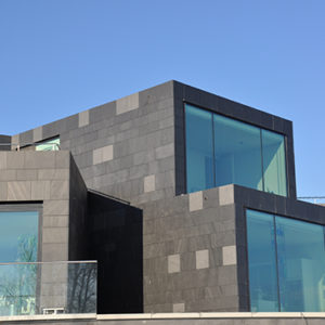Skiffer och panoramafönster på projekt Villa W i Kullavik, Göteborg