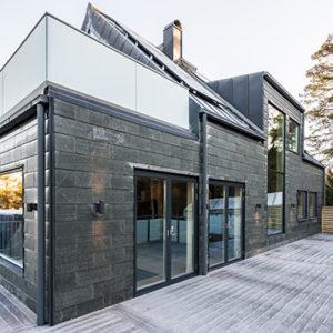 Skifferfasad på hus i Stenungsund, Projekt Villa Pilebo - Enkeltäckning