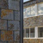 Takskiffer på fasad monterad i dubbeltäckning