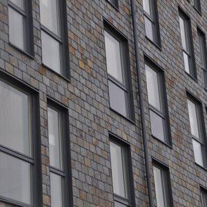 Takskiffer monterad i dubbeltäckning på fastighet i Helsingborg