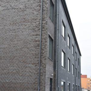 Fasad klädd med takskiffer - Estethuset, montage i dubbeltäckning