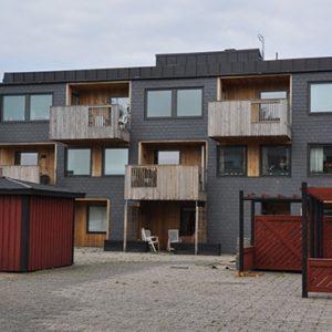Byggnad som klätts med Nordskiffer Classic vid en fasadrenovering