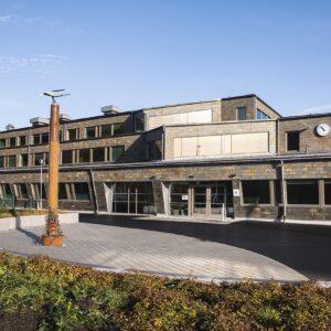 Svartedalsskolan - fasader klädda med Samaca Multicolor