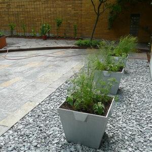 Stilrent material för trädgård, för rabatter och gångar.